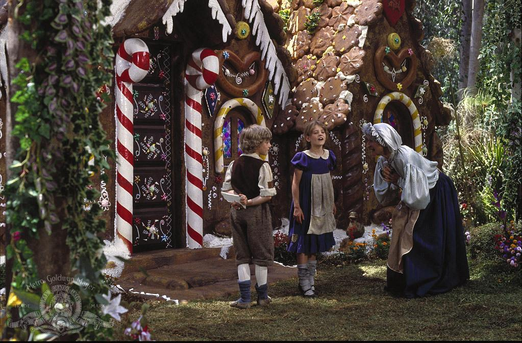 still-of-cloris-leachman-in-hansel-and-gretel